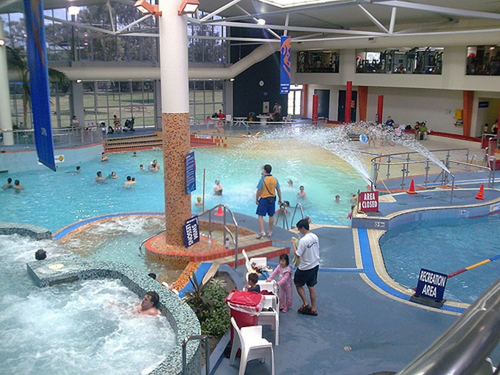 бассейный комплекс Вэйвз (Waves Leisure Centre)